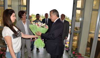 SRSG Zahir Tanin (right) was received with a bouquet of flowers by  Agrocoop's  staff, a successful Shtime/Stimlje privately owned enterprise. 2016©UNMIK Poto by: Shpend Bërbatovci