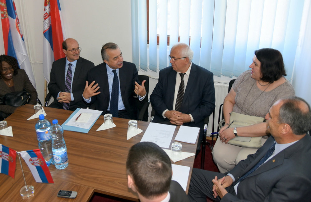 SRSG Zahir Tanin and UNMIK team meeting with Leposavić/Leposaviq Mayor, Dragan Jablanović. 2016©UNMIK Poto by: Shpend Bërbatovci